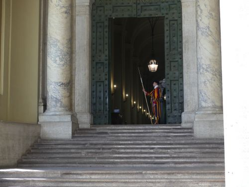 swiss guard pope st peter's square