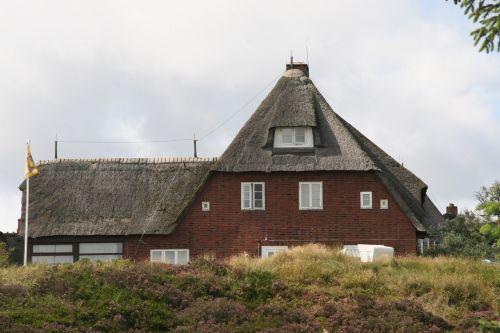 sylt,nendrė,pastatas,architektūra,Šiaudinis stogas,stogas