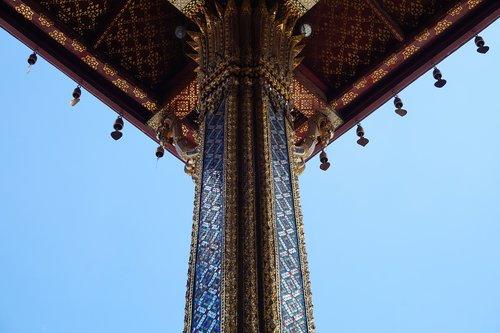 symmetry  building  eaves