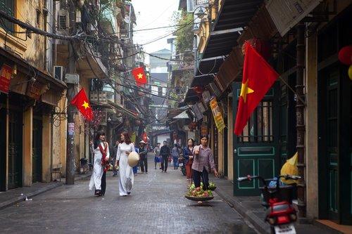 ta hien street  early morning in hanoi  hanoi old quarter