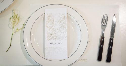 stalas,maistas,balta,švarus,plokštė,vakarienė,restoranas,patiekalas,prabanga,peilis,šakutė,kviečiantis,vakarėlis
