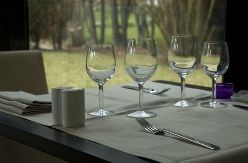 table tablecloth cutlery