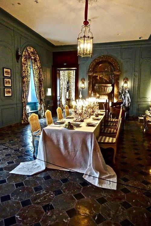 table  formal  dinner