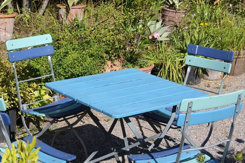 table  garden  chairs
