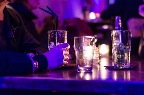 stalas,kokteilis,stiklas,baras,gerti,alkoholis,gėrimas,gerti,atsipalaidavimas,šviežias,ledas
