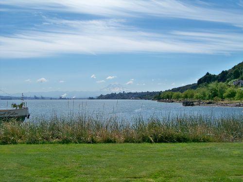 tacoma washington commencement bay