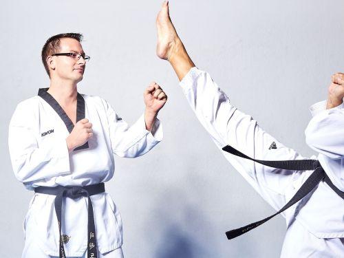 taekwondo fight kick