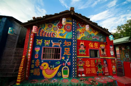 taichung rainbow village taiwan wall art colorful painted houses
