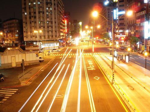 taipei night photo streetlights
