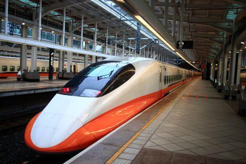 Taivanas kotetsu,takao,thsr,Taivanas shinkansen,smegenų lūžiai,greitis,traukinys,eismas,stotis