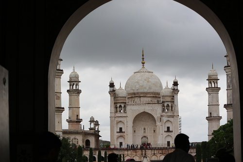 taj mahal  cloudy  touching sky