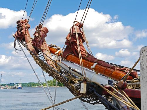 tall ship rigging bowsprit