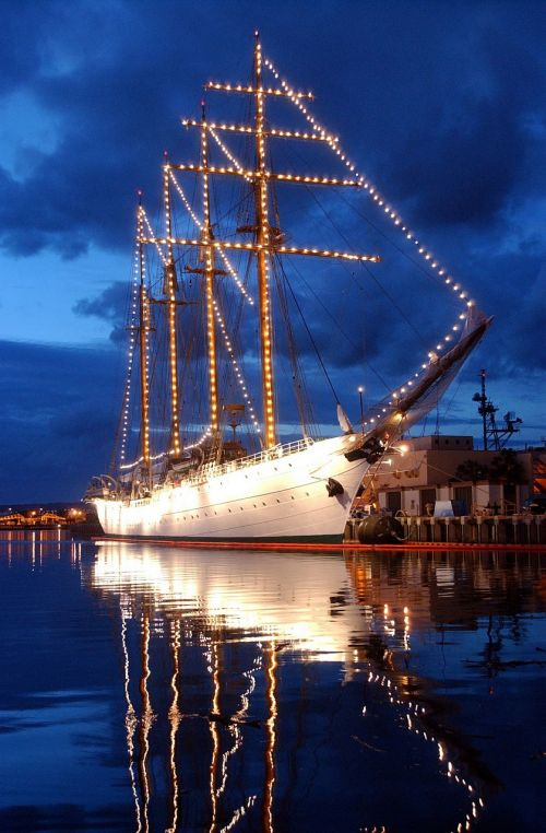 tall ship pearl harbor moored