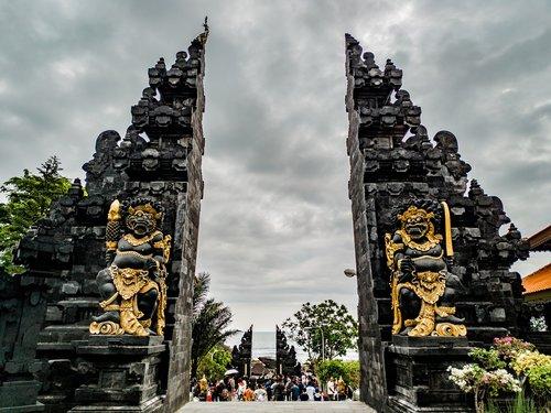 tanah lot  tanah lot temple  entrance
