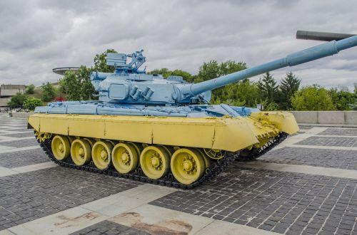 tank t-80 yellow