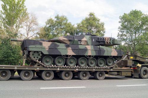 tank leopard trailer