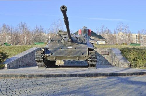 tank  monument  soviet army
