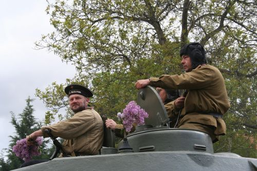 tanks soldiers military parade