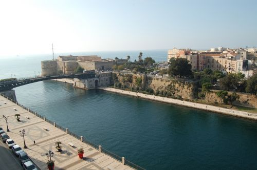 taranto waterway aragonese castle
