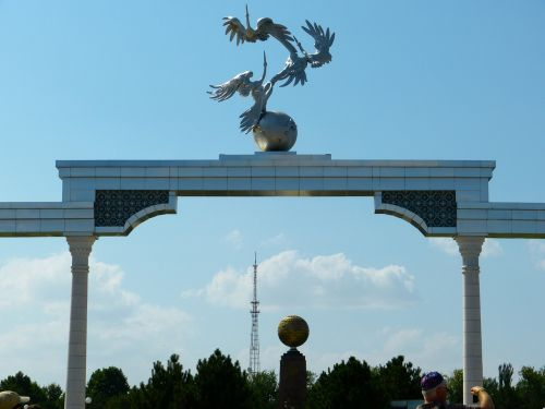 tashkent independence square monument