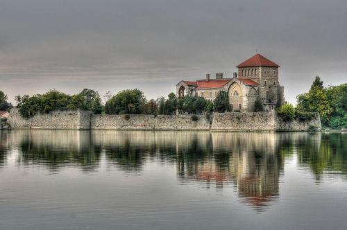 tata castle lake