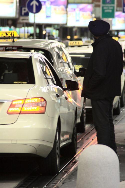 taksi,laukti,kiemas,pertrauka,Taksi vairuotojas,taksi važiuoti,transportas