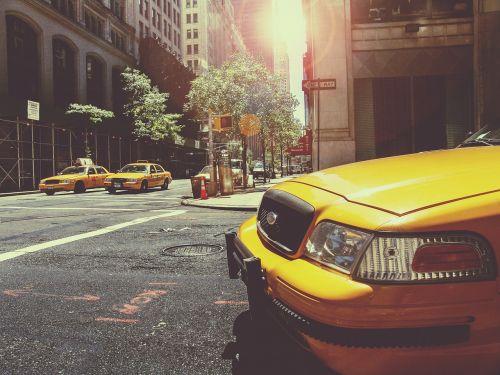 taksi,Taksi,Taksi,Taksi,Niujorkas,miestas,nyc,gabenimas,viešasis transportas,geltona,automobilis,vairuoti,usa,amerikietis,miesto,eismas,taksi,kabinos,gatves,keliai,sankryža,pastatai,bokštai,ženklai,automobiliai,dangas,šulinys