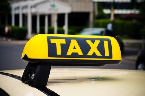 taxi  shield  auto