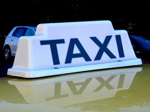 taksi, taksi, automobilis, automobiliai, salonas, salonai, sedanas, sedanai, šviesa, žibintai, metras, metrai, bilietas, bilietai, važiuoti, važiuoja, transportas, taksi šviesa