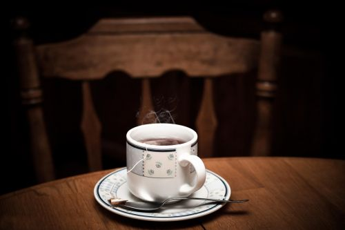 arbata,karštas,taurė,gerti,puodelis arbatos,arbatos puodelis,rytas,ruda,arbata,puodelis,šviežias,gėrimas