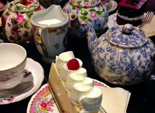 tea cake teapot