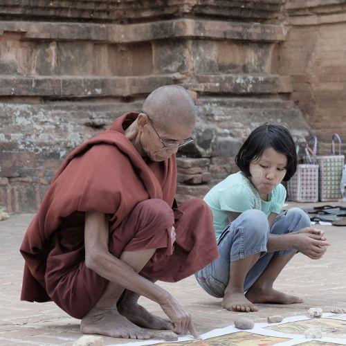 mokymas,stebėjimas,protėviai,vienuolis,meilė,buda,taika