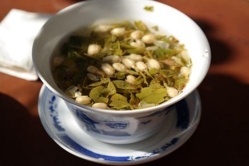 tee green tea leaves
