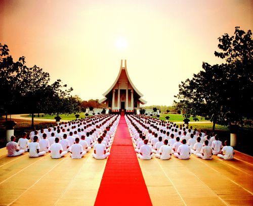 buddhism buddhists praying