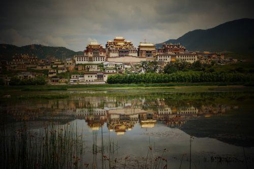 temple in yunnan province tibetan