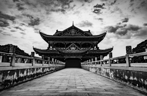 temple black and white symmetry
