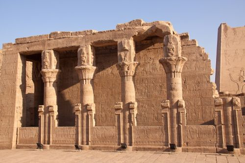 temple egyptian pillars