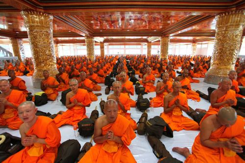 temple monks pray