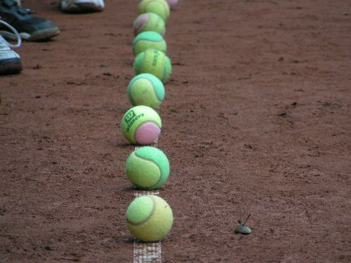 tenisas,teniso kamuoliukas,rutulys,rutuliai,molio kiemas,Sportas,laisvalaikis,linija