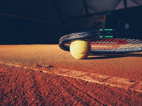 tennis racket court