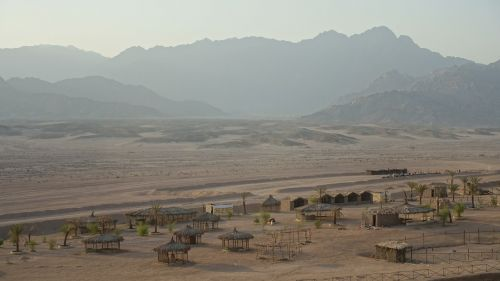 tents mountains desert