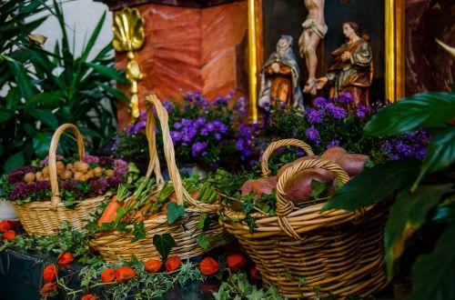 thanksgiving altar church