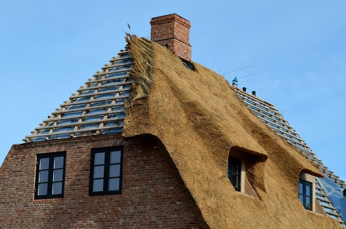 thatched roof  roofing  sylt