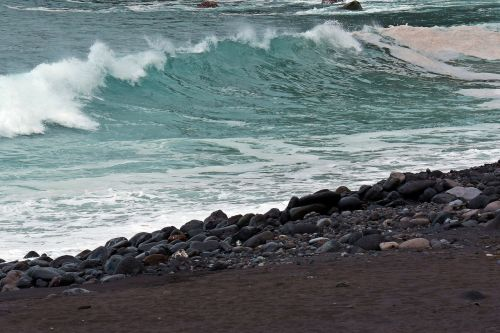 the atlantic ocean the coast the waves