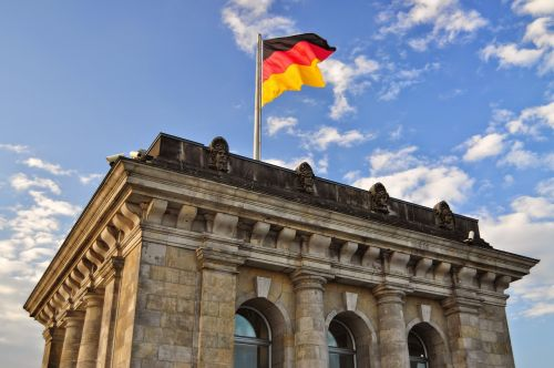 the bundestag flag monument