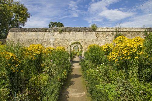 the castle of canon garden mezidon-canon