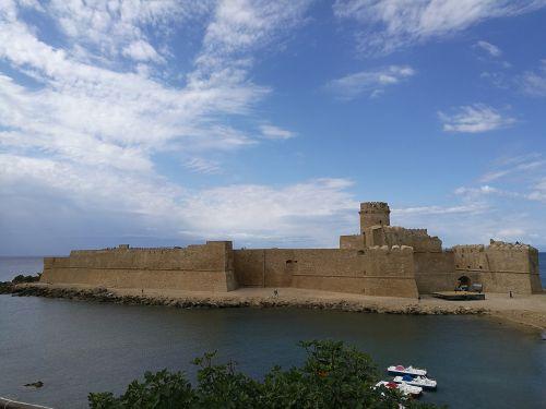the castles castle in the sea aragonese castle