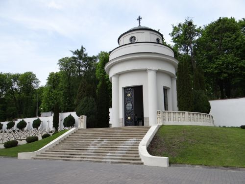 the cemetery of lwów eaglets chapel poland lions