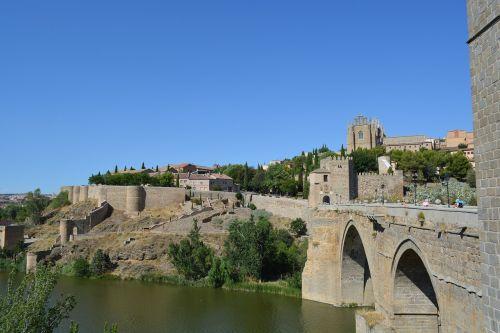 the city of toledo spain bridge
