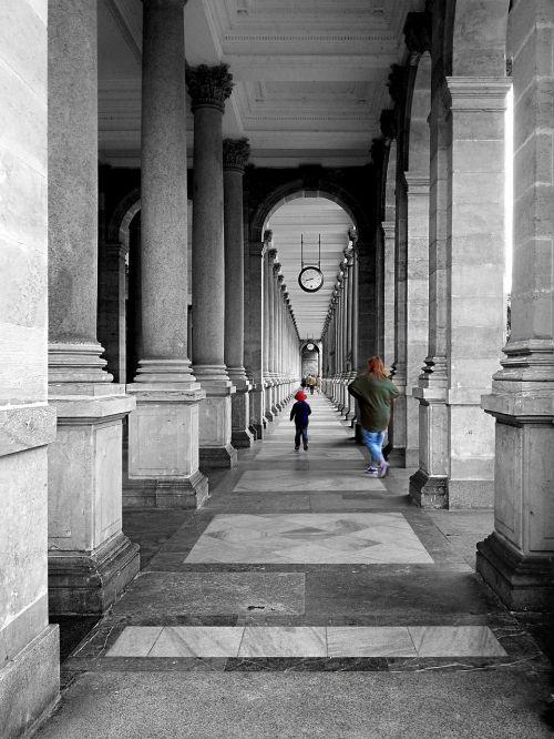 the colonnade vault columns